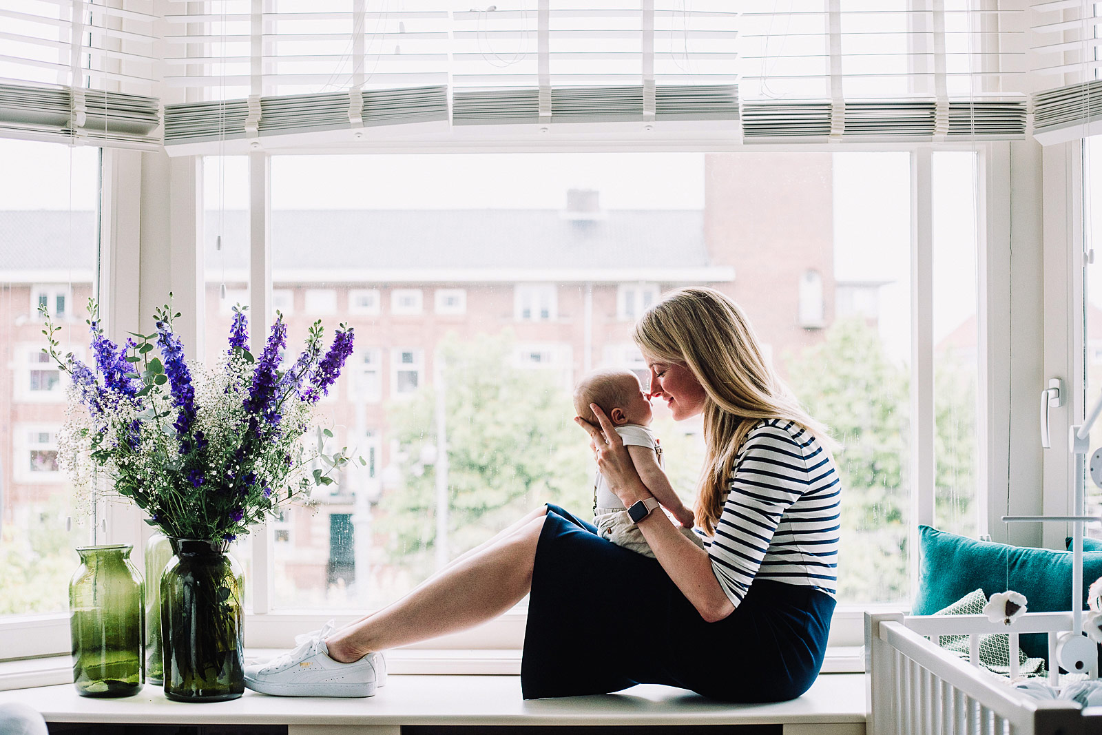 lifestyle newborn shoot met mama en baby